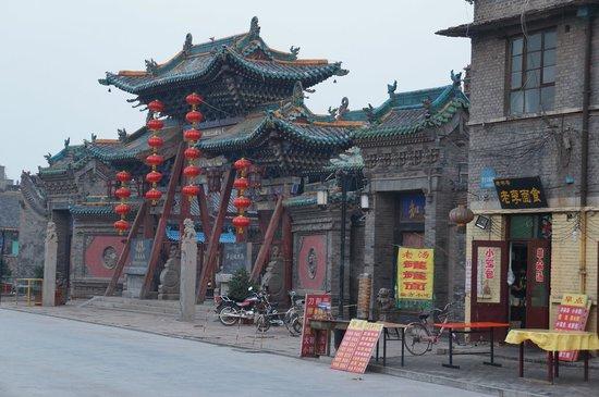 Pingyao Cheng Jia Hotel: Vista da fachada do Hotel (Portão de entrada)