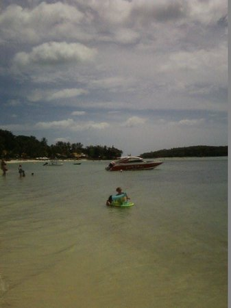 Papillon Resort : Looking back along to beach towards Papillon on the walk into Chewang.