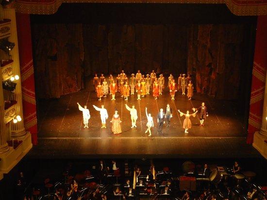 Mailänder Scala (Teatro alla Scala): The end of the show  L'Histoire de Manon