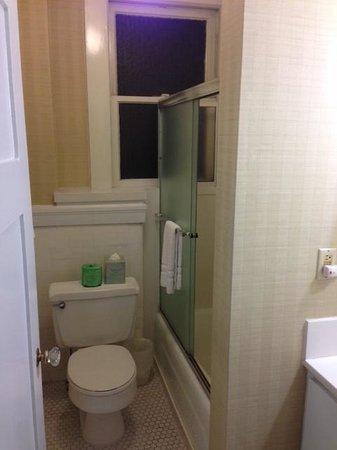 Executive Hotel Vintage Court: Bathroom