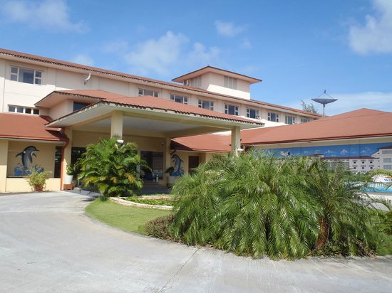 Hulhule Island Hotel : hotel entrance