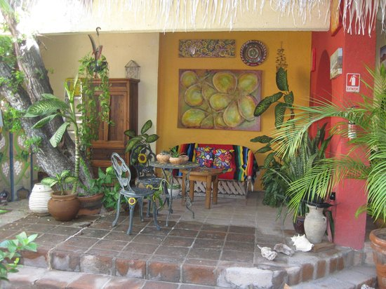 Casa Tuscany Inn : Secluded patio