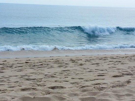 Sheraton Grand Los Cabos Hacienda Del Mar: Beautiful but powerful waves