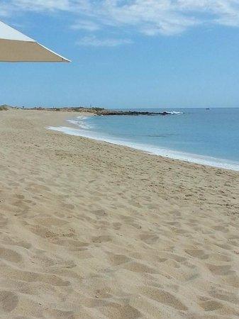 Sheraton Grand Los Cabos Hacienda Del Mar: Beach to the left