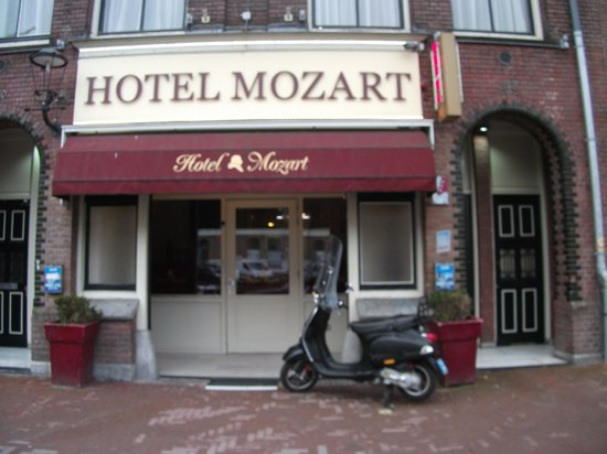 Mozart Hotel: Front of Hotel