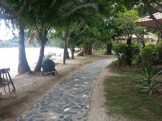 Koh Chang Paradise Resort & Spa : weg zum bungalows