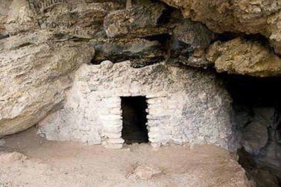Montezuma Well National Monument: Montezuma Well Cave Dwelling