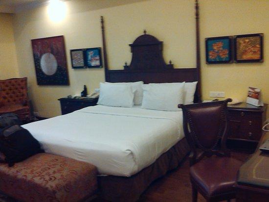 Mayfair Spa Resort & Casino: room