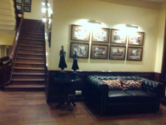 Mayfair Spa Resort & Casino: entrance