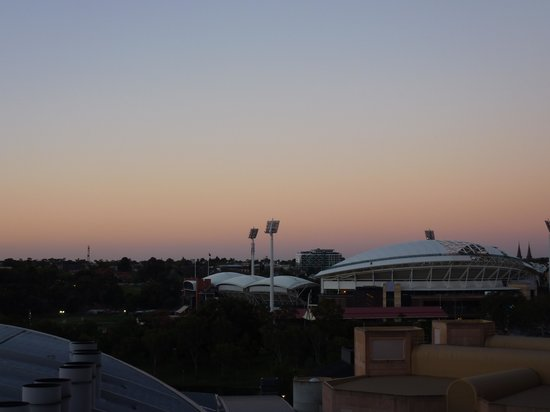Oaks Horizons: Evening view of the Oval!