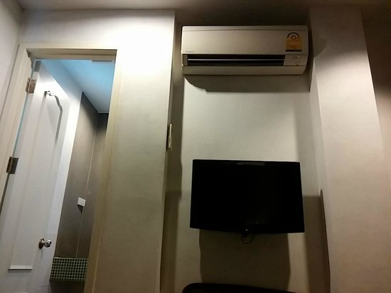 DI Place : Air Conditioner - Should be placed in a better Spot. It blows right to my face