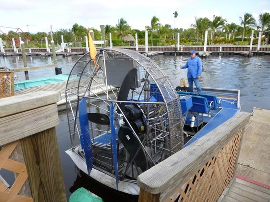 Everglades City Airboat Tours: Pulling Out