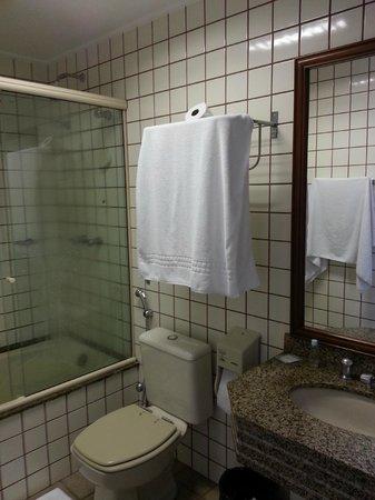 New Life Piracicaba Apart Hotel: Amplo banheiro