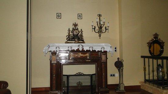 Hotel Alcomar: Mobiliário antigo no hall do hotel