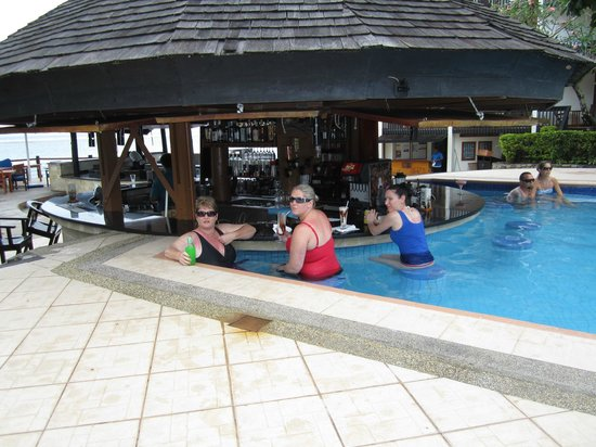 The Warwick Fiji: Poolbar