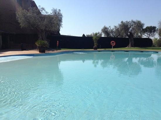 Hotel Peralada Wine Spa & Golf : piscina exterior