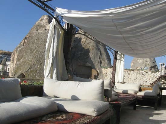Kelebek Special Cave Hotel : Lounge area looking to cave room