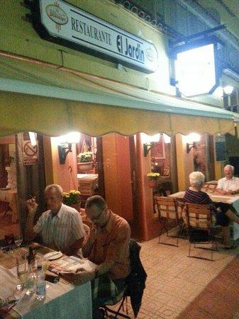 Restaurante bar restaurante carlos en alberic con cocina for Bar restaurante el jardin zamora
