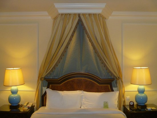 The Venetian Macao Resort Hotel: Bed, as prepared by room staff