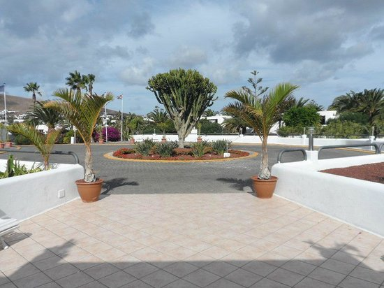 HL Hotel Rio Playa Blanca: driveway