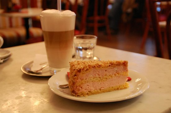 Cafe Mayer: Cake and coffee