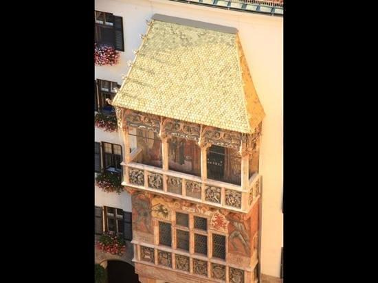 The Golden Roof (Goldenes Dachl): terro d'oro visto dall'alto!