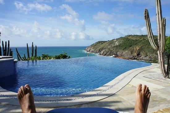 Cliffside Luxury Inn: Piscina com borda infinita - realmente um paraiso!!!