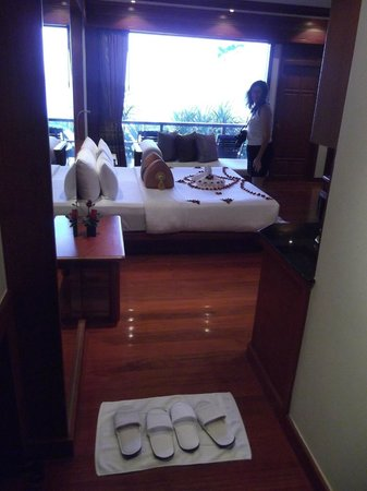 Marina Phuket Resort: View of ocean view suite from entry.