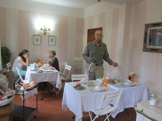 Fiorenza B&B: Getting set for breakfast