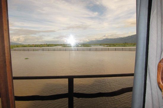 Shwe Inn Tha Floating Resort: View from the deck