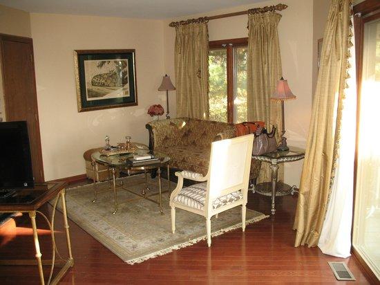 Parma in Little Washington: Sitting area in bedroom