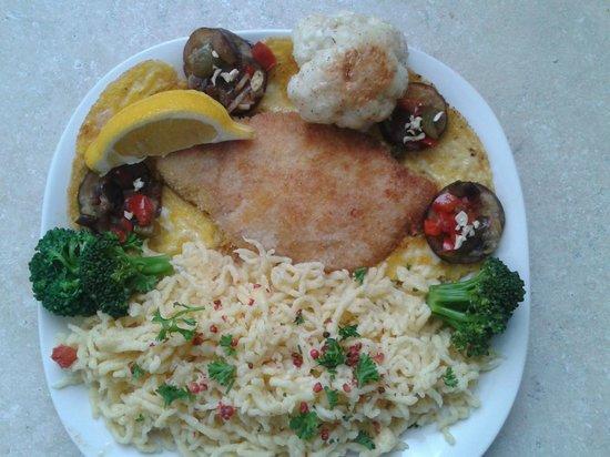 Chameleon Restaurant: Schnitzel with Spaetzle
