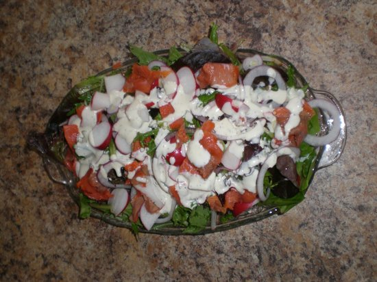Chameleon Restaurant: Tossed Salad with Salmon