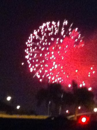 Best Western Plus Stovall's Inn: fireworks from parking lot