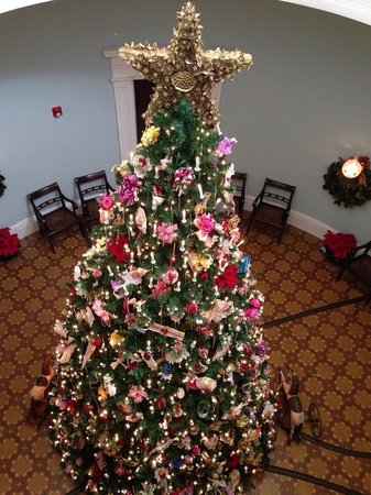 Old Governor's Mansion : 28 foot Christmas tree.  Breathtakingly beautiful!
