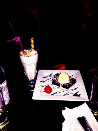 Hache Chelsea : Pine nuts milkshake and brownie with vanilla ice cream
