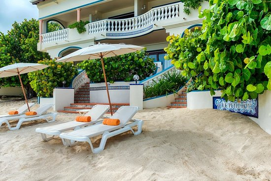 Le Petit Hotel: Beach Side
