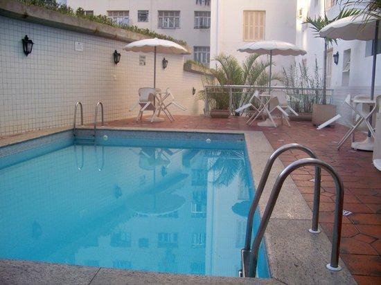 Hotel Monte Alegre: ÁREA DA PISCNIA - PISO ANTIGO