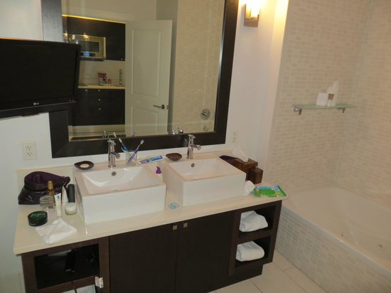 Provident Doral at The Blue Miami : Room 1011.