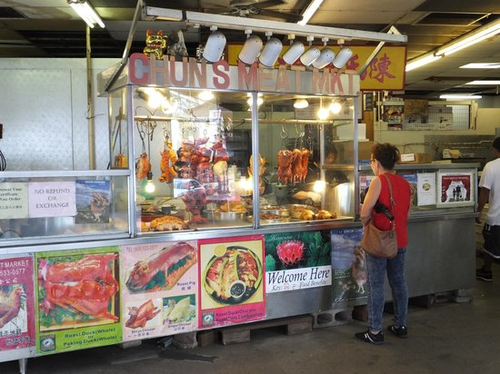 In the meat market chinatown picture of chinatown for Fishing stores oahu
