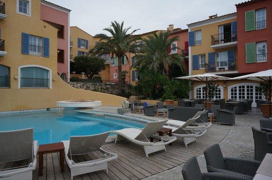 Hotel Byblos Saint Tropez: Breautiful with bar behind