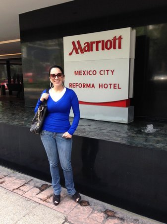 Mexico City Marriott Reforma Hotel: Out Front on Reforma Ave