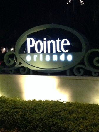 Rosen Inn at Pointe Orlando: across the road is many dining options