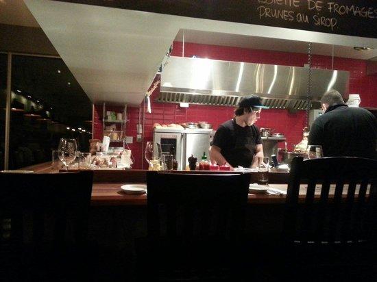Dur a Cuire: Cuisine à aire ouverte