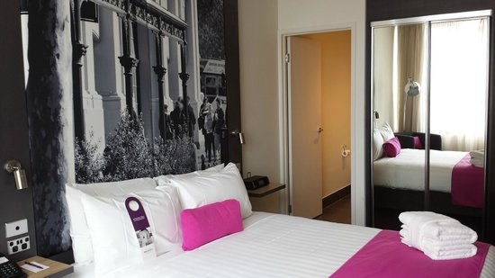 Mercure Melbourne Therry Street: Bedroom (Superior Room)