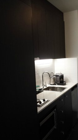Mercure Melbourne Therry Street: Kitchenette with Nespresso Machine (Superior Room)