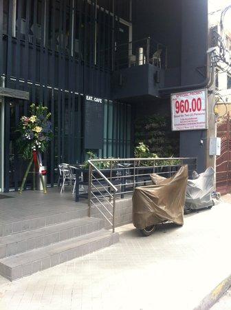 Pan Pacific Manila: street front.