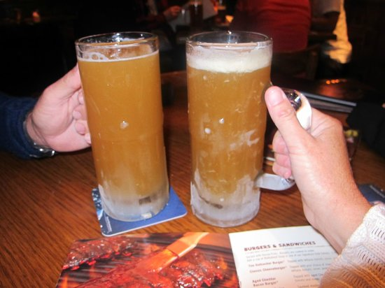 Outback Steakhouse : Icy Cold Blue Moon Beer!