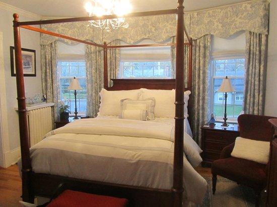 Colby House Bed & Breakfast: MacLellan Room