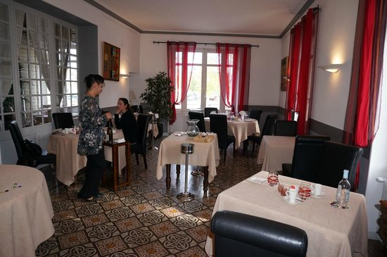 La Table de Sorgues : Another dining room with Sandrine
